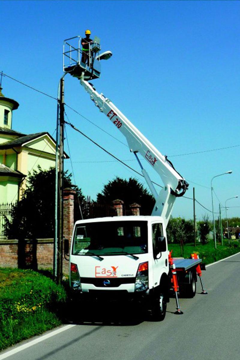 EasyLift ET210 – Truck-mounted telescopic platform