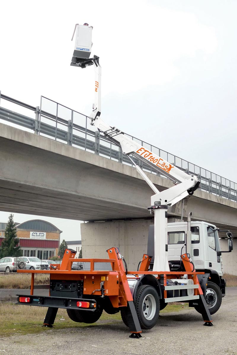 EasyLift ETJ160 – Truck-mounted platform with jib