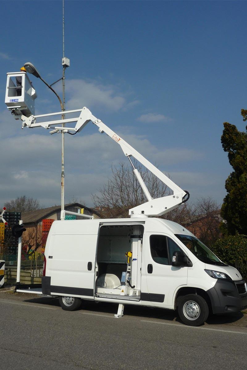 EasyLift EV125 – Van-mounted platform