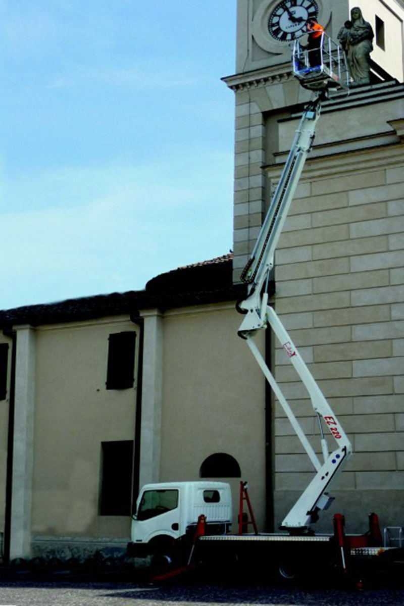 EasyLift EZ220 – Truck-mounted articulated platform